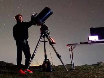 Dodatna oprema za teleskope, astronomska opazovanja in astrofotografijo.
