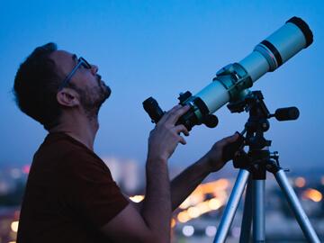 Astronomski teleskopi in montaže.