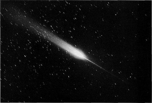 Antirep, ki ga lahko opazimo na teh slikah kometa Arend-Roland, ni »pravi« rep, temveč le množica prašnih delcev, ki potujejo po kometovi orbiti. Antirep opazimo, ko Zemlja prečka kometov tir.