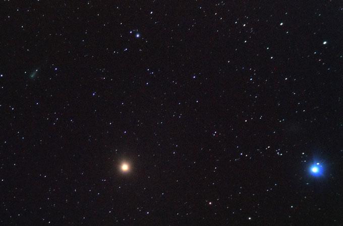 Komet ISON na jutranjem nebu.