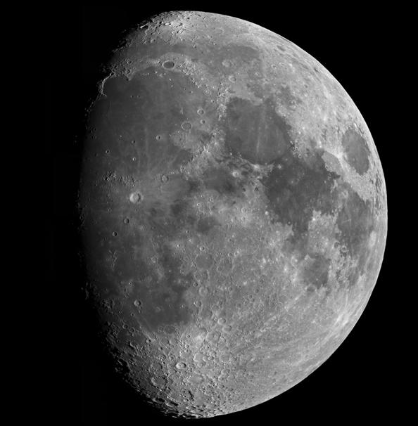 Spikina rubrika Luna in jaz poznavalca Lune Aleksandra Božiča.