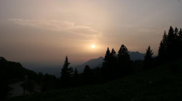 Južni vetrovi so nad Slovenijo prinesli saharski pesek.