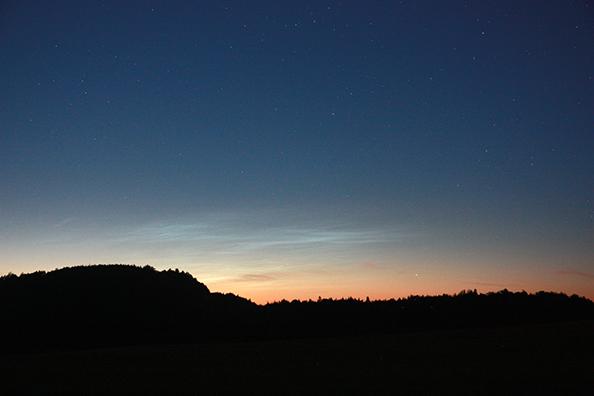 Ponoči svetleči oblaki (Noctilucent clouds)