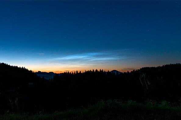Ponoči svetleči oblaki