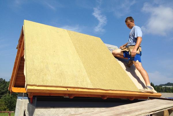 Vgradnja TermoTop strežne izolacije debeline 6 centimetrov.