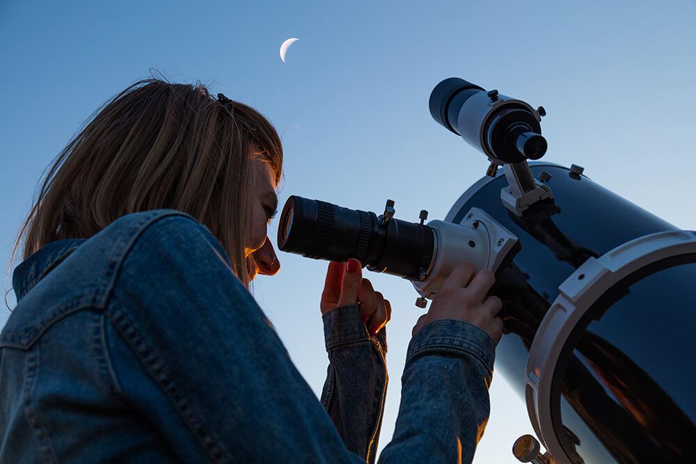 Opazovanje Lune skozi teleskop tipa Newton