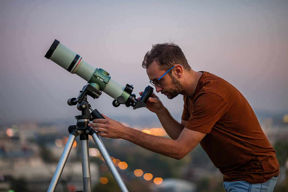 Kakšen naj torej bo začetniški teleskop?