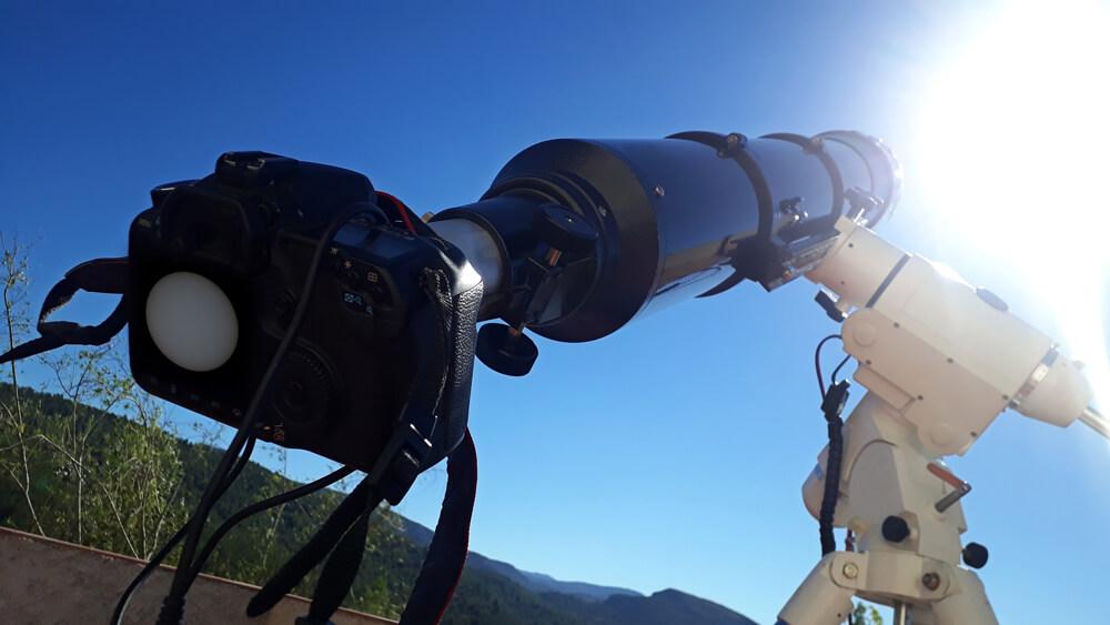 Fotografiranje peg na Soncu je z ustrzeno zaščitno folijo varno in zelo enostavno.